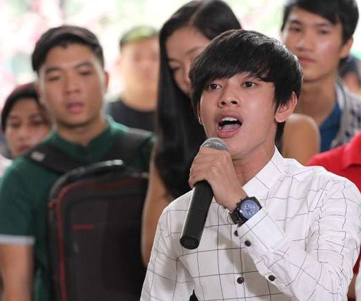 'Hot boy ban keo keo' hat hit Son Tung o san khau sinh vien hinh anh