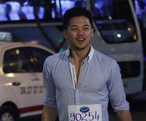 Chang trai Viet kieu duoc giam khao Idol 'cuu' tai san bay hinh anh