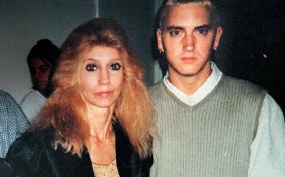 'Headlights' - loi xin loi muon mang Eminem gui me hinh anh