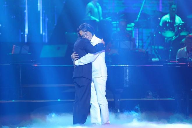 Nhung khoanh khac xuc dong trong live show Nguyen Anh 9 hinh anh