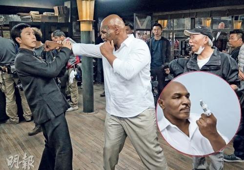 Chan Tu Dan khien Mike Tyson gay ngon tay tren phim truong hinh anh