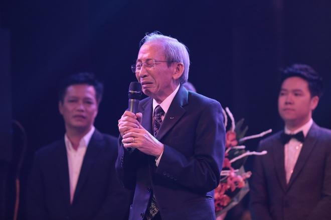 Nguyen Anh 9 khoc nhu mua trong 'dem nhac cuoi cung' hinh anh