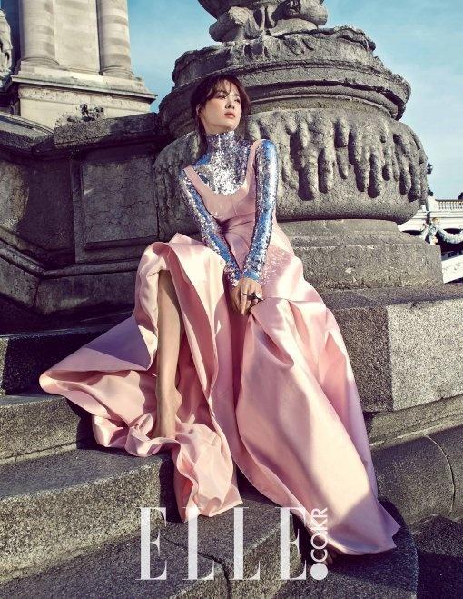 Song Hye Kyo khen dan em Joong Ki nam tinh hinh anh 1 Song Hye Kyo trên tạp chí Elle Hàn Quốc số mới nhất.