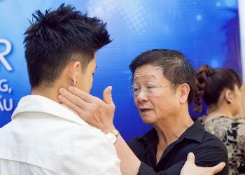 Bo Trong Hieu dong vien con trai o hau truong Vietnam Idol hinh anh