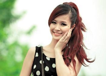 Dong Nhi lan dau bieu dien tren san khau Vietnam Idol hinh anh