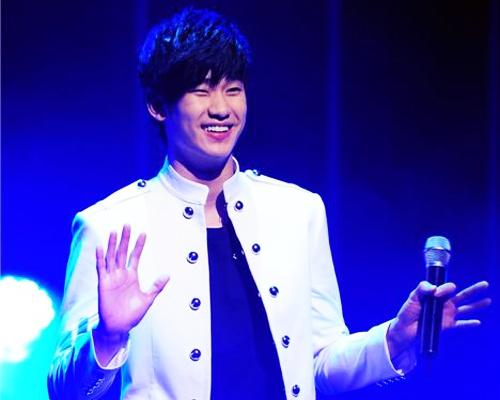 Kim Soo Hyun duoc Park Jin Young luyen giong hinh anh