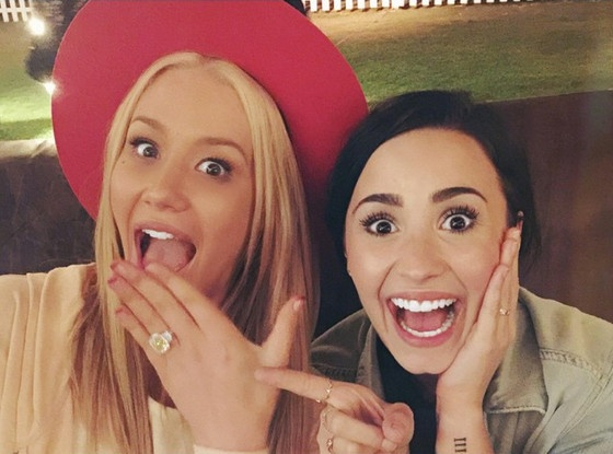 Iggy Azalea moi Demi Lovato lam phu dau trong dam cuoi hinh anh