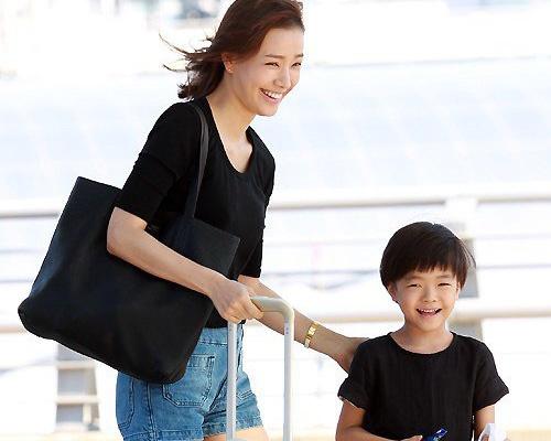 Con trai Kwon Sang Woo ngay cang chung chac hinh anh