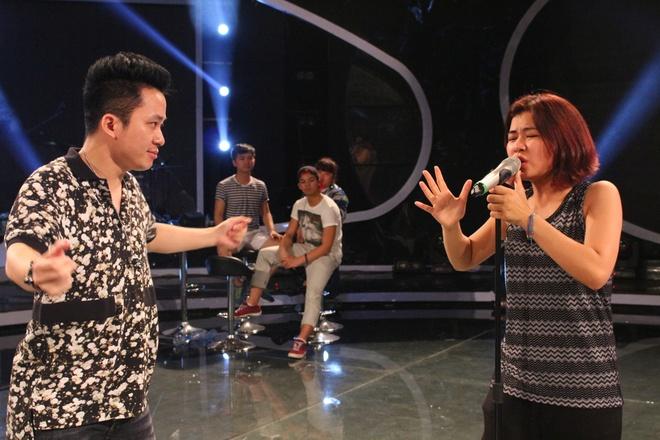 Tung Duong ngoi ghe nong Vietnam Idol hinh anh 6 Về Hà Nhi, nam ca sĩ trưởng thành từ cuộc thi Sao Mai điểm hẹn 2004 cho rằng, thí sinh này là một cô bé thông minh, có chất giọng khàn đặc trưng và hát rất rõ lời.