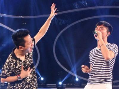 Tung Duong ngoi ghe nong Vietnam Idol hinh anh