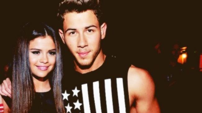 Selena Gomez bat ngo hen ho cung tinh cu Nick Jonas hinh anh