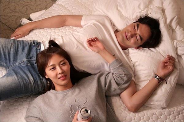 Phim moi cua Ha Ji Won luc duc noi bo hinh anh