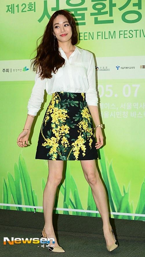 Than hinh xuong xau cua nhung my nhan Han hinh anh 5 Nối gót đàn chị Go So Young, Kim Hyo Jin cũng giảm cân nhanh chóng sau khi sinh con. Nữ diễn viên tham dự một sự kiện với thân hình gầy hơn thời điểm chưa làm mẹ.