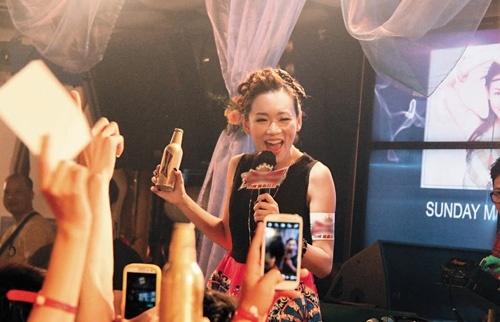 Hoa hau Hong Kong het thoi: Nguoi phu quy, ke mat van hinh anh 9