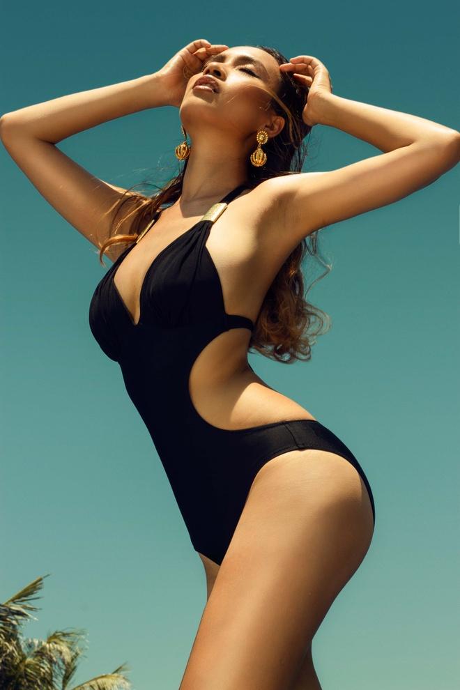 Ai Phuong khoe duong cong voi bikini hinh anh 1