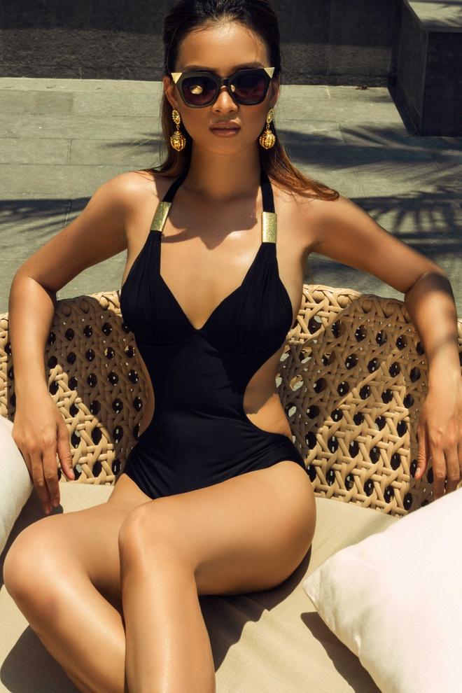 Ai Phuong khoe duong cong voi bikini hinh anh 2