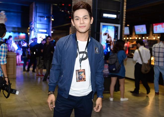 Duyen Anh Idol mac goi cam di xem 'Bo tu sieu dang' hinh anh 5 Cưu thành viên nhóm Vmusic - Sơn Ngọc Minh ăn vận khi dự buổi ra mắt phim Bộ tứ siêu đẳng. Anh cũng là fan của các bộ phim khoa học, viễn tưởng.