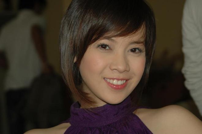 Được nhận xét là diễn viên đa tài, thế nhưng do bản tính nhút nhát đã khiến Quỳnh Anh chưa tạo được ấn tượng sâu đậm trong lòng khán giả. Năm 2005, cô có được vai diễn đầu tay trong phim Cù lao mây ngày ấy của đạo diễn Yên Sơn. Sau đó, nhờ ngoại hình trong sáng và thái độ lao động nghệ thuật nghiêm túc, nữ diễn viên tiếp tục góp mặt trong nhiều bộ phim đình đám như: Mùi ngò gai, Gọi giấc mơ về,  Giấc mơ cổ tích, Bước chân hoàn vũ, Thụy khúc, Vũ điệu tình yêu, Thiên đường vắng em... Hơn 10 năm qua, nữ diễn viên 31 tuổi hầu như chỉ đóng vai phụ, nhưng những nhân vật do cô thể hiện đều có sức sống riềng, góp phần tạo nên thành công của nhiều bộ phim.