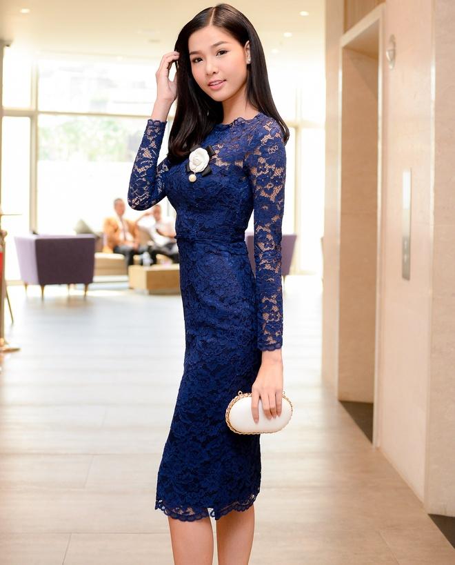 Ky Han dien vay ren goi cam ra mat phim hinh anh 2 Kỳ Hân thu hút chú ý trong sự kiện với phong cách thanh lịch nhưng không kém phần gợi cảm. Trong phim,