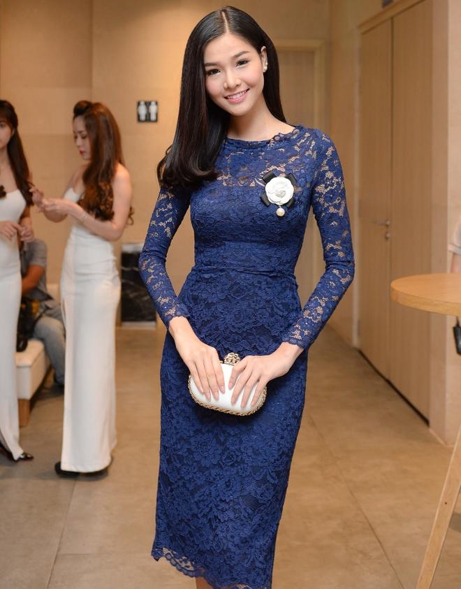 Ky Han dien vay ren goi cam ra mat phim hinh anh 3 Lần đầu tiên đóng phim, Kỳ Hân gặp không ít áp lực. Ở những cảnh quay đầu tiên, cô đã bị đạo diễn Khải Anh