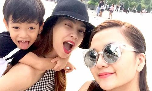 Ho Ngoc Ha dua con trai dao pho cung Thieu Bao Trang hinh anh