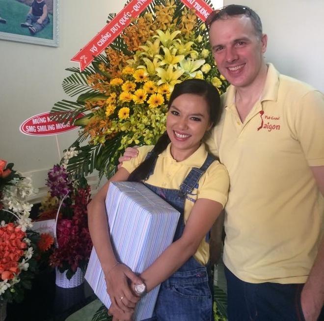 Ly Thanh Thao 'Mui ngo gai' hanh phuc ben ban trai Tay hinh anh 2