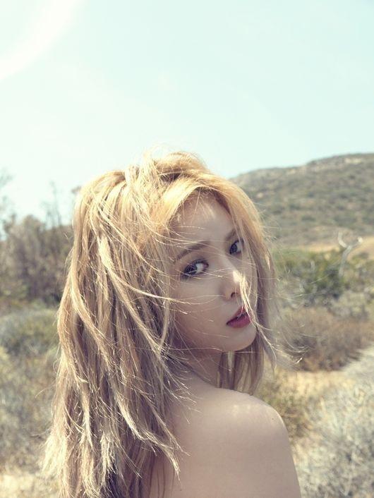 HyunA kien quyet sexy du bi da kich hinh anh 1 HyunA chiêu đãi fan bằng loạt ảnh bán nude khi ra album solo mới.