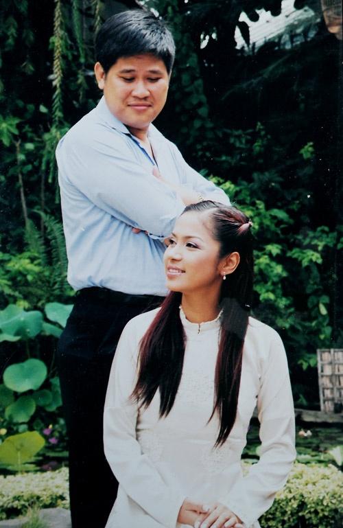 Chuyen doi thang tram cua dan sao 'Vi dang tinh yeu' hinh anh 16 Thời trẻ, anh từng say đắm người đẹp Việt Trinh. Họ có một đoạn tình và nhờ anh, nữ diễn viên Người đẹp Tây Đô mới sớm nổi tiếng. Nhưng sau đó, hai người chia tay khi Việt Trinh có đại gia bên cạnh. Sau này, Việt Trinh vẫn ân hận vì chuyện xưa.