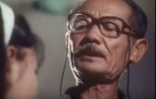 Chuyen doi thang tram cua dan sao 'Vi dang tinh yeu' hinh anh 18 Hồ Kiểng: Nghệ sĩ qua đời trong cô đơn. Khi tham gia phim, nghệ sĩ Hồ Kiểng đảm nhận vai phụ, một ông bảo vệ tốt bụng. Đây cũng là hình tượng quen thuộc trong sự nghiệp của diễn viên kỳ cựu. Ảnh: HP Giải Phóng.