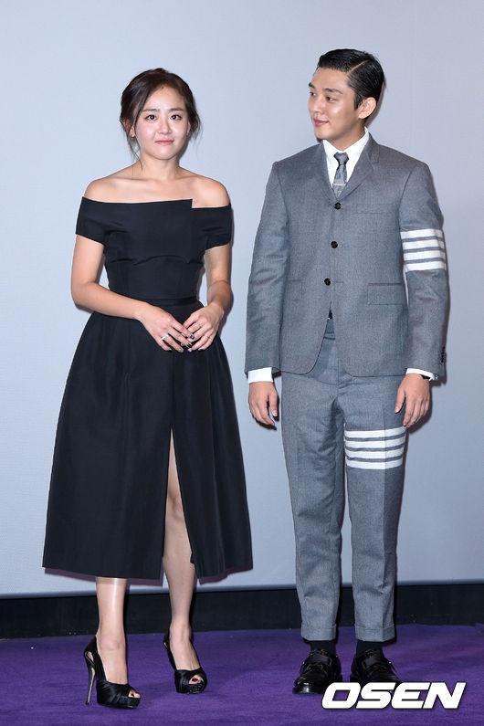 Moon Geun Young khoe vai tran, luong cuong vi vay xe hinh anh 1