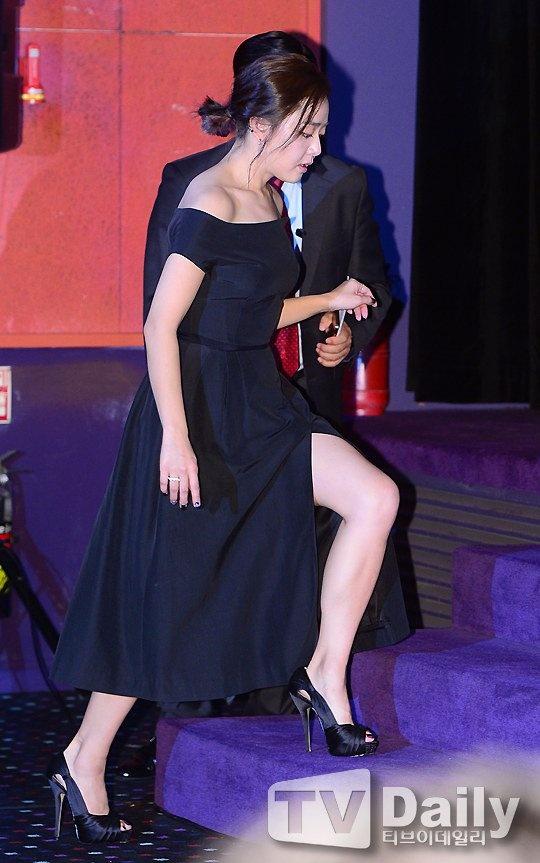 Moon Geun Young khoe vai tran, luong cuong vi vay xe hinh anh 2