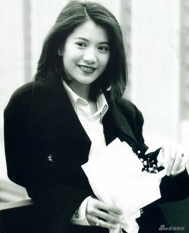 Viên Vịnh Nghi Thập Niên 1990 Là Tên Tuổi Bảo Chứng Của Làng Giải Trí. Cô  Góp Mặt Trong Nhiều Dự Án Điện Ảnh. Nổi Bật Có Kim Chi Ngọc Diệp 1,2 Hợp ...