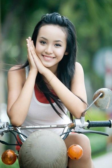 Lê Hoàng Bảo Trân năm 12 tuổi trở thành gương mặt hot trên các trang mạng Trung Quốc và Thái Lan. Trang Tân Hoa Xã ngạc nhiên khi mới 12 tuổi, cô người mẫu trẻ đã có vóc dáng trưởng thành. Trang Nam Đô thât vọng khi cùng lúc đó, sao nhí được yêu thích của nước này là bé Lâm Diệu Khả gần như không trưởng thành. Trang Cri đánh giá Bảo Trân là một trong những người mẫu trẻ gợi cảm nhất châu Á bên cạnh các mẫu nhí có tiếng của Nhật Bản, Mỹ và Nga.
