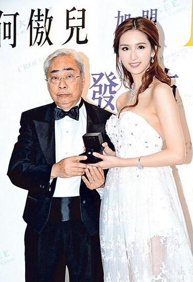 Kieu nu TVB vui ve voi thieu gia trong xe hoi hinh anh 3 Lâm Kiến Danh và Hà Ngạo Nhi gắn như sam từ năm 2014.