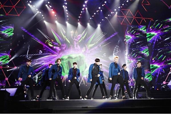 EXO lan dau to chuc concert khung hinh anh