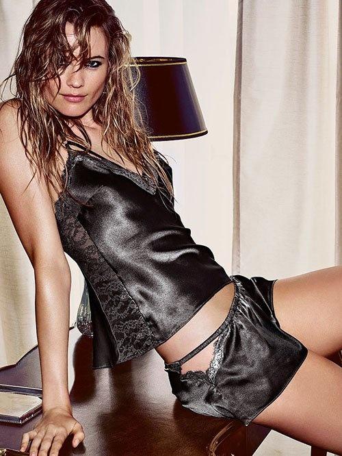 Vo Adam Levine quyen ru voi do ngu hinh anh 6 Behati Prinsloo còn là người mẫu quảng cáo cho nhiều nhãn hiệu khác. Gần đây nhất, cô trở thành gương mặt đại diện cho một thương hiệu nước hoa.