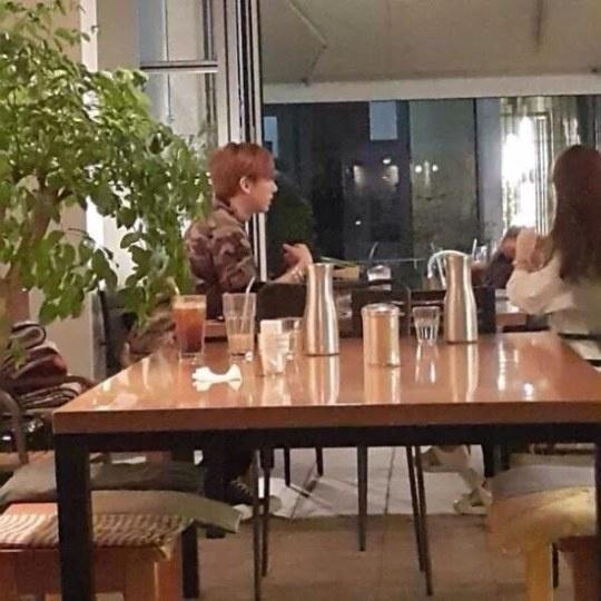 Hyunseung bi nghi roi nhom BEAST hinh anh 1 Jang Hyunseung bị chụp ảnh cùng với một cô gái trong quán cà phê ở Cheongdamdong, Seoul
