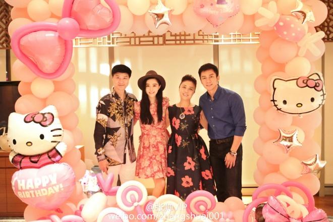Pham Bang Bang don sinh nhat ben bo me va Ly Than hinh anh 2 Phạm Băng Băng hạnh phúc đón sinh nhật bên bố mẹ và người yêu điển trai Lý Thần.