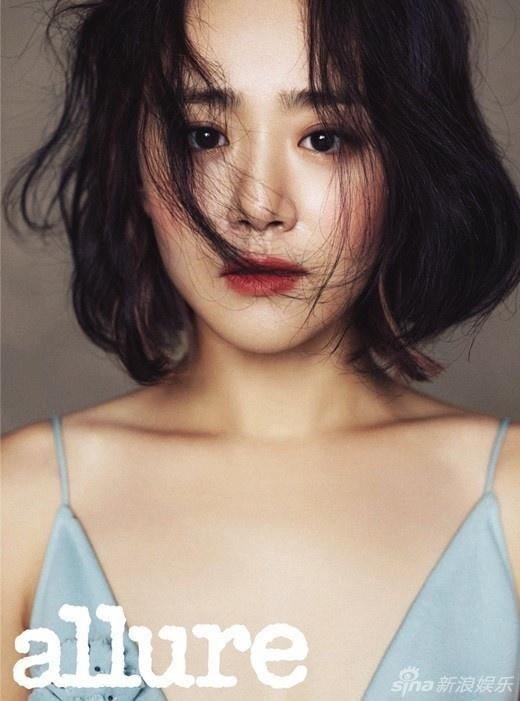 My nhan Han pha cach tren tap chi thang 10 hinh anh 4 Moon Geun Young gắn liền với hình ảnh cô gái nhỏ trong Trái tim mùa thu. Ít ai nhớ ra rằng cô đã 28 tuổi. Trên Allure, Moon Geun Young xuất hiện với vẻ trưởng thành, quyến rũ.