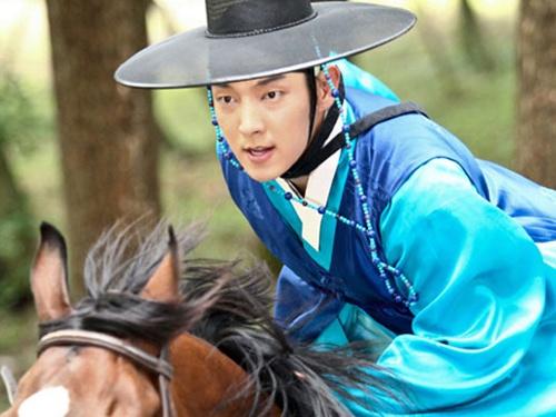 Ba vai dien an tuong cua my nam Lee Jun Ki hinh anh