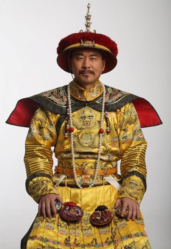 Doi tu 7 sao nam phim 'Chan Hoan truyen' hinh anh 1 Trần Kiến Bân trong vai Hoàng Đế Ung Chính.