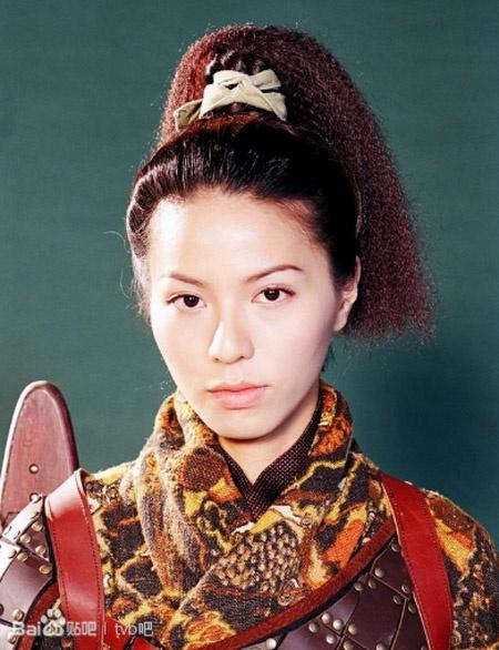 Duong tinh thang tram cua dan sao 'Co may thoi gian' hinh anh 13 Đằng Lệ Minh Trong Cỗ máy thời gian, Đằng Lệ Minh đóng vai Thiện Nhu, nữ sát thủ có vẻ ngoài lạnh lùng nhưng bên trong là trái tim ấm áp, tràn đầy yêu thương. Ngoài ra, nữ diễn viên sinh năm 1976 còn được khán giả nhớ đến với vai cảnh sát Trần Tam Nguyên trong series phim ăn khách Lực lượng phản ứng. Hiện tại, cô đã kết thúc hợp đồng với TVB và đang là diễn viên tự do.