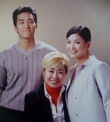Song Hye Kyo: 15 nam mot tuong dai nhan sac hinh anh 2 May mắn đến với Song Hye Kyo khi được mời đóng chính trong Trái tim mùa thu hợp tác với Song Seung Hun, Won Bin vào năm 2000.