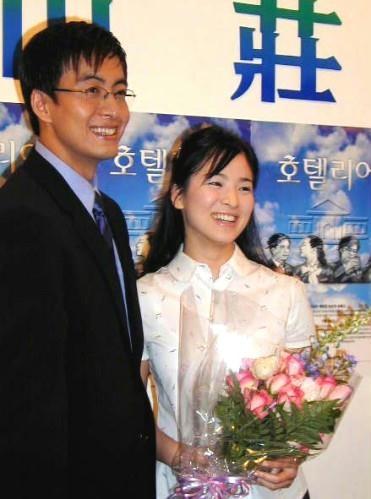 Song Hye Kyo: 15 nam mot tuong dai nhan sac hinh anh 7 Bae Yong Joon và Song Hye Kyo trong buổi họp báo 14 năm trước.