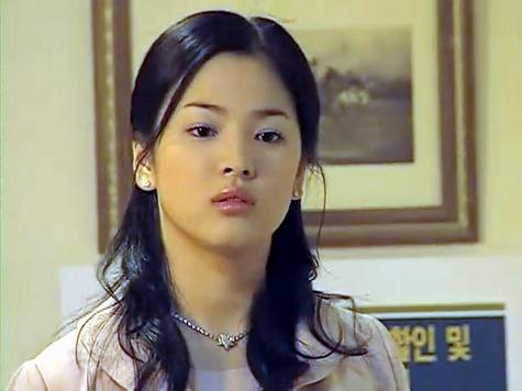 Song Hye Kyo: 15 nam mot tuong dai nhan sac hinh anh 6 Hình ảnh Song Hye Kyo vào năm 2001 khi cô tham gia Người quản lý khách sạn.