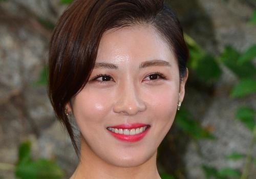 Ha Ji Won, Kim Hee Sun khoe ve tre dep tuoi U40 hinh anh