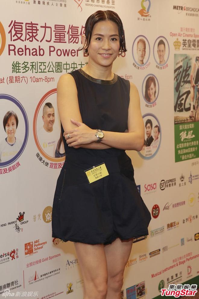 Ve phat tuong cua hai giai nhan hang dau TVB hinh anh 2 Tuyên Huyên tăng cân và già hơn trước ở tuổi 45.
