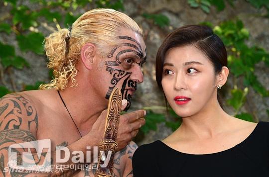 Ha Ji Won, Kim Hee Sun khoe ve tre dep tuoi U40 hinh anh 3 Người đẹp nổi tiếng gần đây vướng tin đồn hẹn hò với tài tử Trần Bá Lâm. Cư dân mạng phát hiện, trang cá nhân của hai người liên tục có sự trùng lặp ý tưởng.  Tuy nhiên, trả lời phỏng vấn, cô khẳng định đây chỉ là tin đồn.