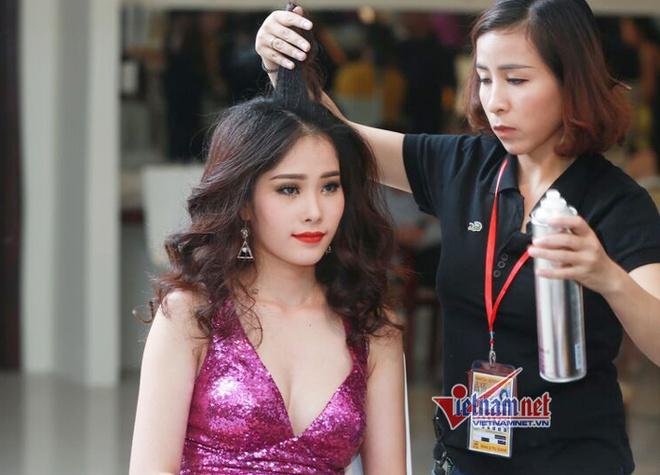 Chuyen chua ke ve cuoc thi Hoa hau Hoan vu VN 2015 hinh anh 1 Hậu trường làm đẹp của các thí sinh.