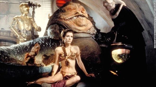 Loat vat pham trong 'Star Wars' dau gia duoc nua trieu USD hinh anh 1 Bộ trang phục công chúa Leia (Carrie Fisher thủ vai) mặc trong tập Star Wars: Episode VI - Return of the Jedi - Ảnh: CNN
